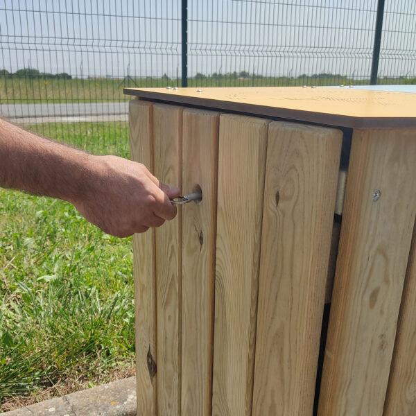 corbeille poitevine AD production poubelle double en bois ouverture latérale avec clé